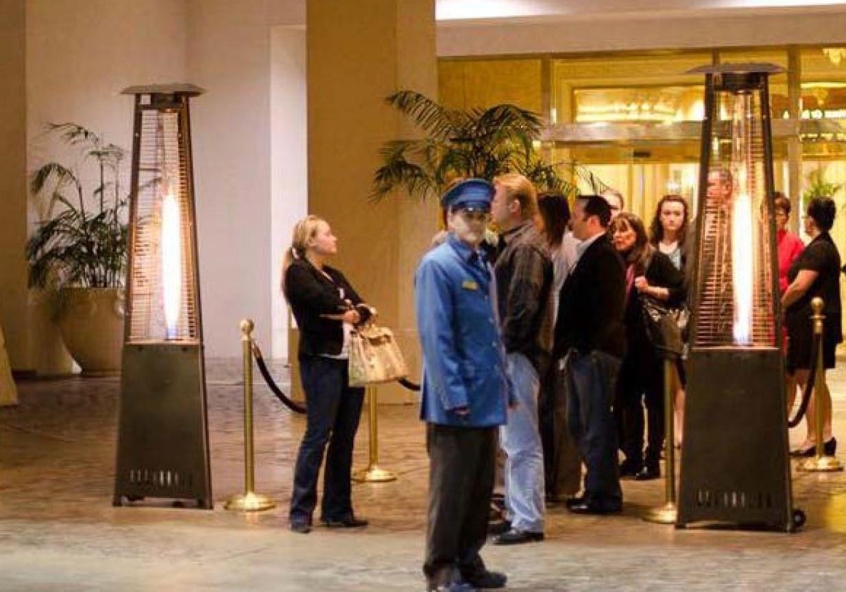 http://patioheaterdubai.com/wp-content/uploads/2016/09/hotel-enterance-gas-heaters.jpg